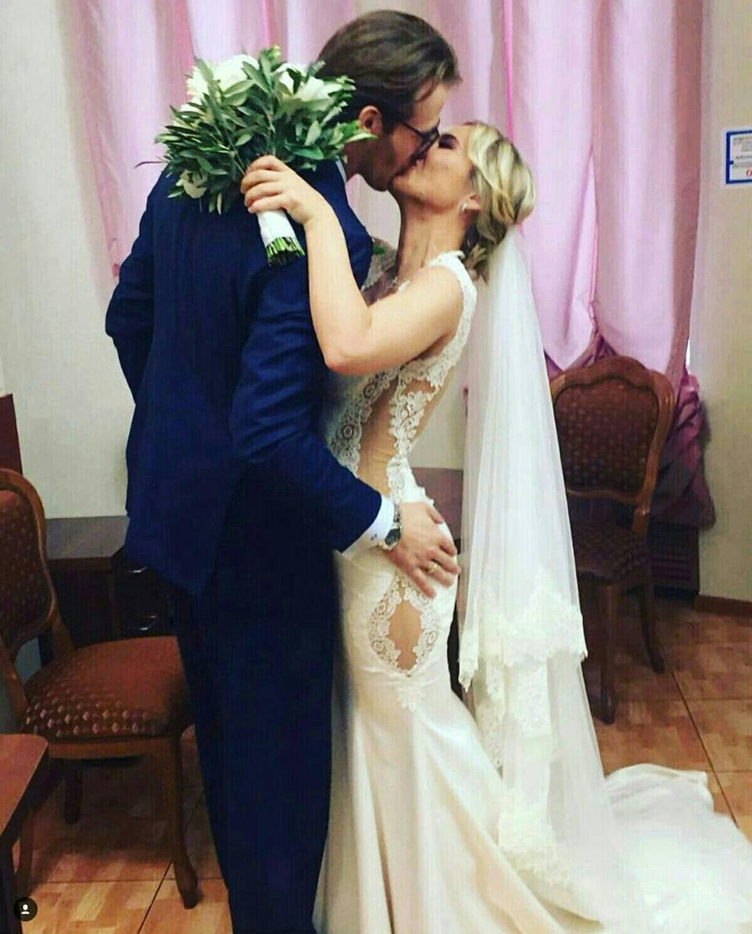 Смотреть В сети появилось первое фото со свадьбы Сати Казановой вИталии видео