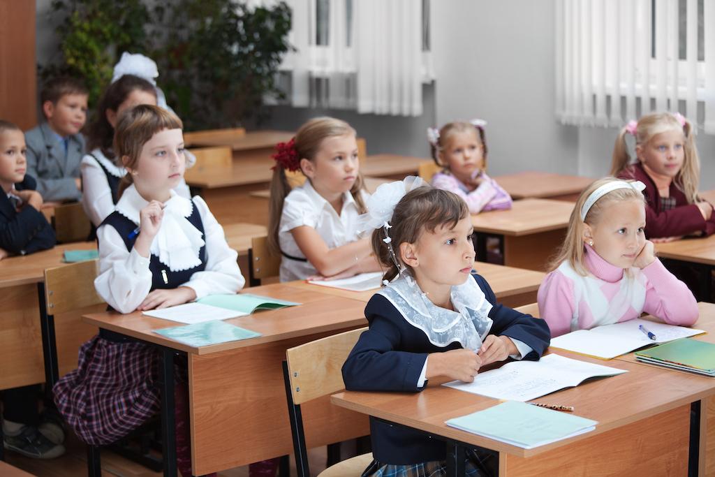 Школьники на уроках картинки