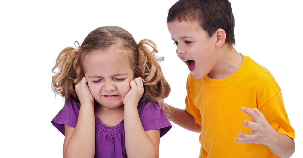 изготовить старший обижает младшего картинки слух значно