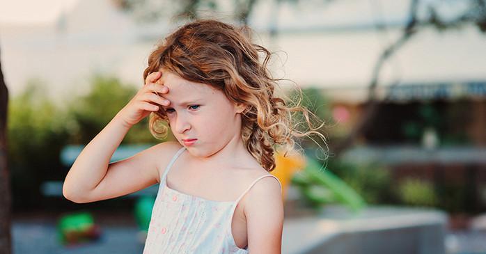 У ребенка кружится голова и тошнит: причины, что делать
