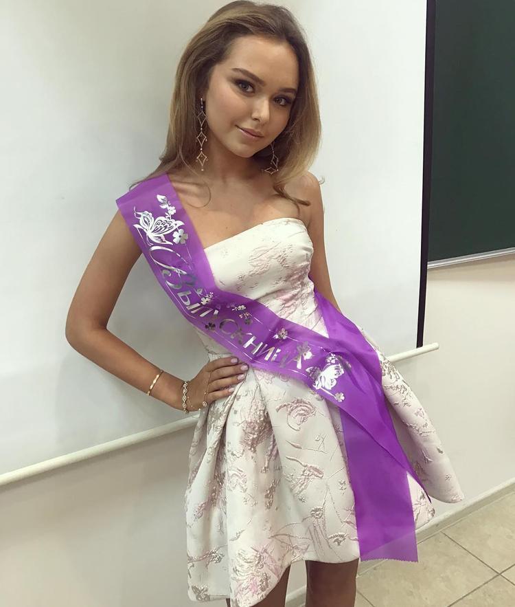 1c56d0242d9d45c Дочь дмитрия маликова собралась встречать новый год в платье за 945 тысяч  рублей - Летидор