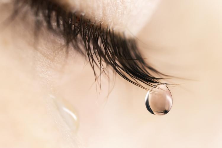 Почему мы плачем: 10 любопытных фактов про слезы - Летидор
