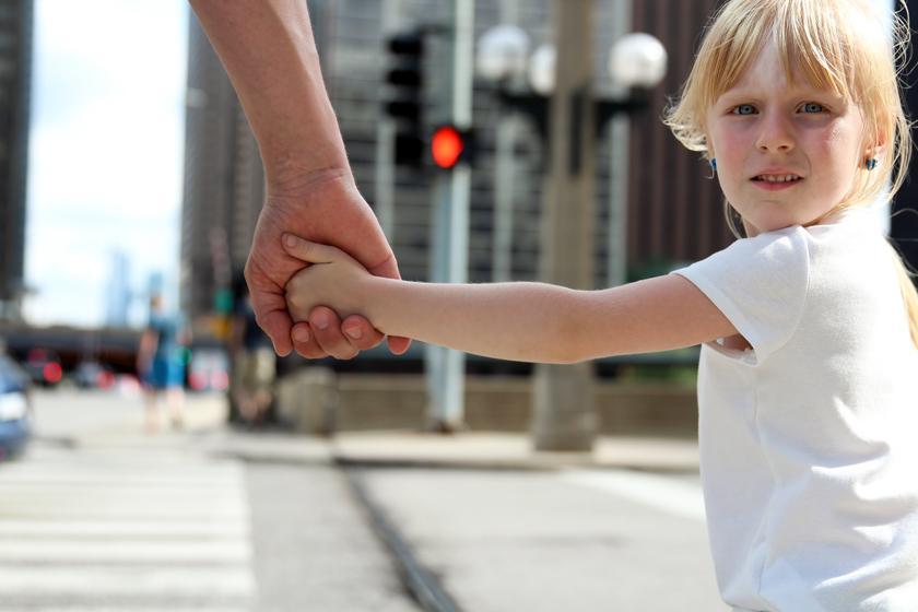 «Будь осторожнее!»: ситуации, когда эта фраза может навредить ребенку