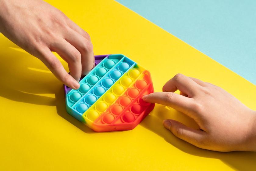 Вредят ли детской психике поп-ит, сквиш, симпл-димпл и другие антистресс-игрушки
